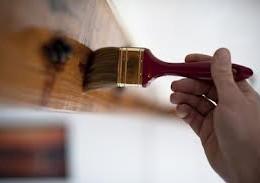 Jak samodzielnie naprawić drewniane drzwi?