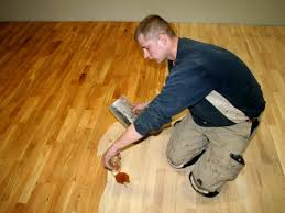 Czym olejować drewnianą podłogę?