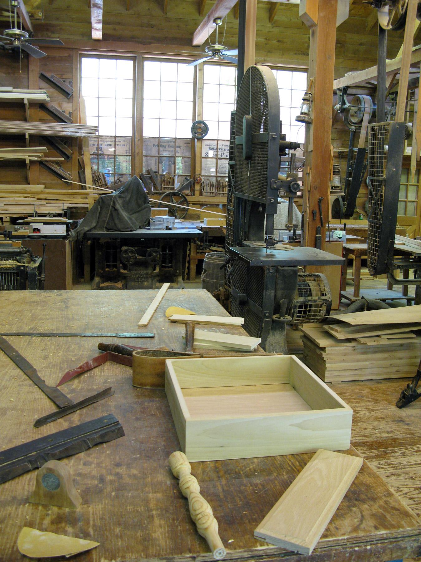Co powinno znale si w niewielkim warsztacie stolarskim for Design your own garage workshop