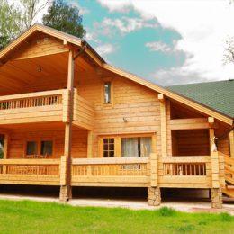 Domy z bali i drewniane elewacje – jak je odnowić i odświeżyć?