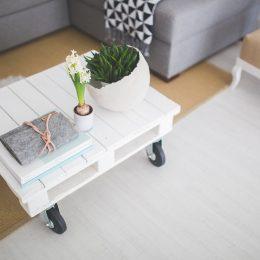 Biała podłoga – skandynawski trend, który podbija salony